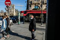 Parizienii au iesit la plimbare in ciuda sfaturilor