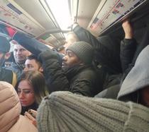 Imagini din metroul londonez, în plină epidemie (twitter)