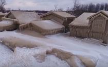 Casele acoperite de gheață