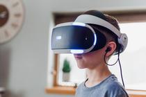 Copil cu casti VR