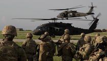 Militari americani si elicoptere Black Hawk la Mihail Kogalniceanu