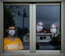 Carantină. Tineri din Israel în izolare, acasă, după ce s-au întors din armată
