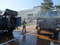 Militari dezinfectează în jurul spitalului Suceava, aprilie 2020