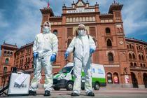 Dezinfectarea străzilor în Madrid, în timpul pandemiei de coronavirus