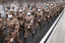 Medici militari din Wuhan, China