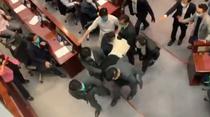 Haos in Parlamentul din Hong Kong