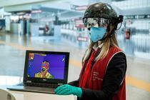 """Reguli de călătorie anti-COVID-19. Verificarea temperaturii pe aeroportul """"Leonardo da Vinci"""" din Roma"""