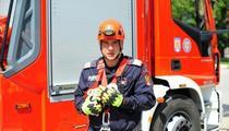 Pui de barza, salvat de pompieri