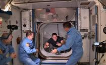 Astronautii americani intra in Statia Spatiala Internationala