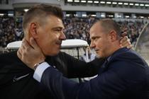 Antrenorii Savo Milosevic (Partizan) si Dejan Stankovic (Steaua Rosie)