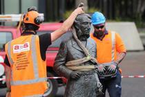 Statuia lui John Hamilton inlaturata