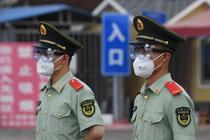 Paza armata la piata Xinfadi din Beijing