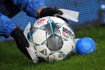Minge de fotbal in vremea pandemiei