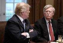 Donald Trump si John Bolton
