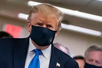 Donald Trump cu masca