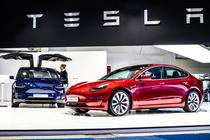 Tesla Model 3 si Model X