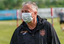 Dan Petrescu, cu masca pe fata
