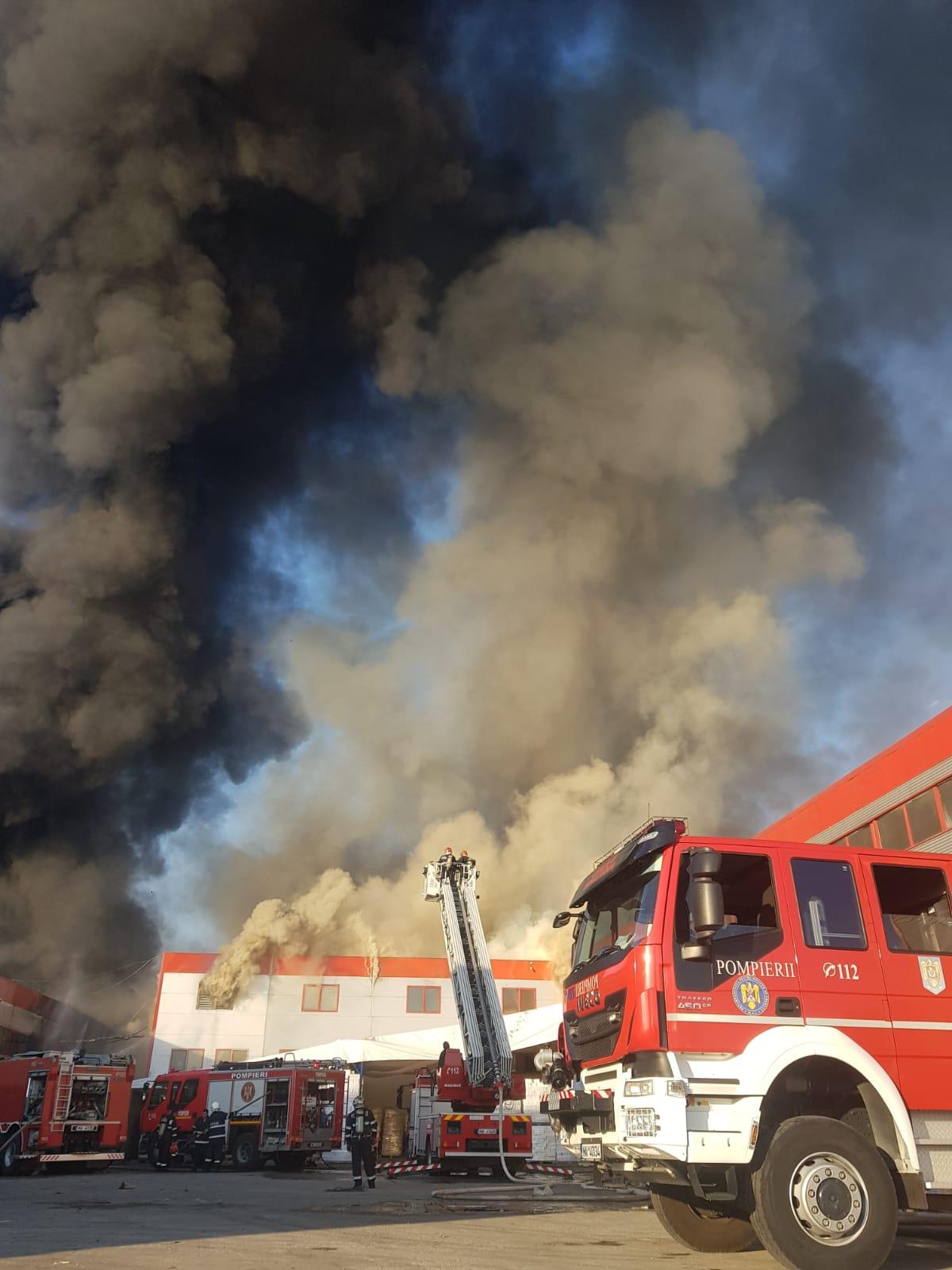 FOTO VIDEO Incendiu puternic la un depozit din Bragadiru ...  |Incendiu Bragadiru