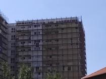 Blocurile construite cu muncitori indieni