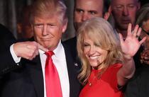 Donald Trump si Kellyanne Conway (sursa foto: facebook)