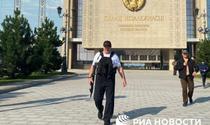 Lukasenko cu arma in mana
