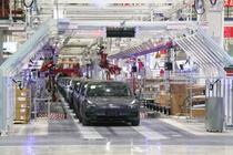 Linia de productie Tesla Gigafactory