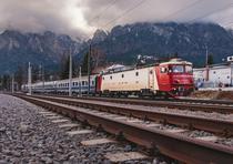 Un tren al CFR Calatori la Busteni
