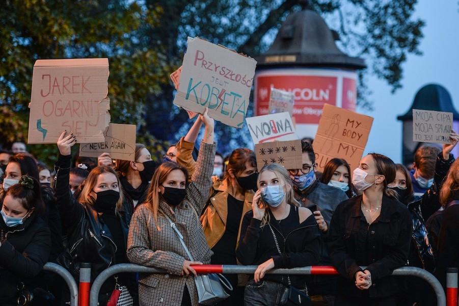 image-2020-10-27-24378579-70-protest-pol