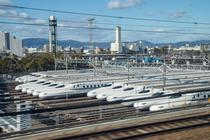 Un depou cu trenuri Shinkansen