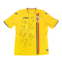 Tricou al Echipei Naționale de Fotbal, cu autografele jucătorilor din lotul de seniori