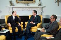 Richard Nixon alaturi de Henry Kissinger (dreapta)