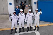 Cei patru astronauti care vor zbura catre Statia Spatiala Internationala