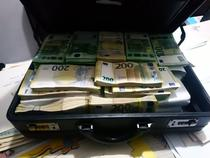 bani ridicati la perchezitii