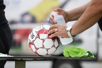 Minge de fotbal in pandemie