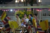 Regele thailandez Maha Vajiralongkorn si familia regala