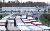 Coada de camioane in Marea Britanie