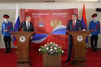 Serghei Lavrov (stanga) si Milorad Dodik (dreapta)