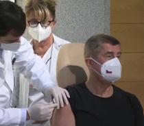 Premierul Cehiei, prima persoană vaccinată anti-COVID în această țară