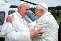 Papa Francisc si fostul papa Benedict al XVI-lea