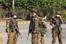 Soldați din Myanmar in timpul loviturii de stat
