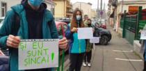 Sincai: Elevii protestează in fata liceului