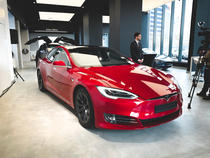 Tesla Model S la Teslounge Bucharest