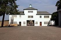 Lagarul de la Sachsenhausen, intrarea principala (sursa foto: wikipedia)