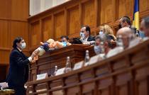 protest PSD cu păpuși în ședința Parlamentului
