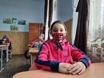 Elevi la o scoala din sat din Romania