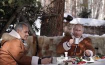 Ministrul rus al apararii Serghei Soigu si Vladimir Putin