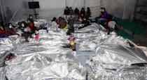 Copiii migranti cazati la tabara de corturi din Donna