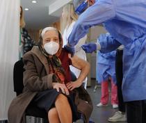 Femeia de 105 ani vaccinata (Facebook)
