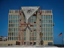 Un gigant steag cubanez din beton