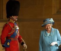 Regina si sotul ei intr-un moment inedit (Foto: Chris Young / Screenshot)